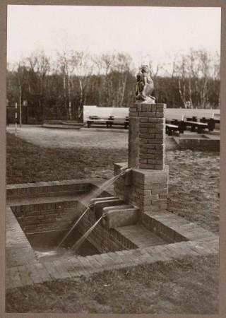 monumentje Van Reenenschool (aapje)