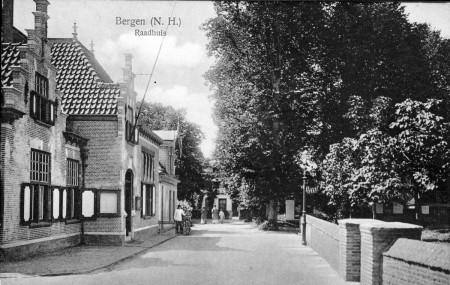 HVB FO 00054 Raadhuisstraat omstreeks 1920