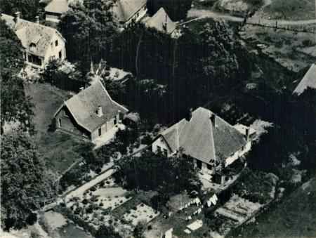 HVB FO 00753  Luchtfoto van de woningen Voert no. 1 en 3