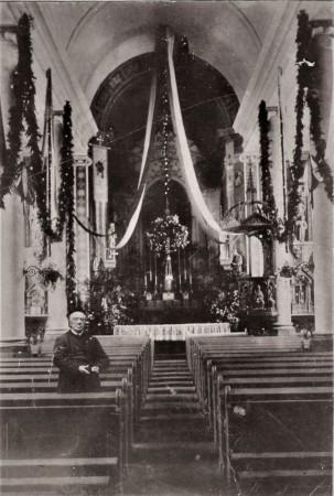 HVB FO 00765  Pastoor Koevoets bij zijn 25-jarig ambtsjubileum in de feestelijk versierde Petrus en Paulus-kerk, 3 juli 1899