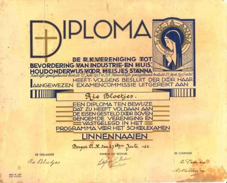 HVB FO 00773  Diploma linnen naaien, Rie Bloetjes, 1942